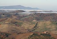 Vista mozzafiato dal Podere Santa Pia sulla valle dell'Ombrone e ColleMassari