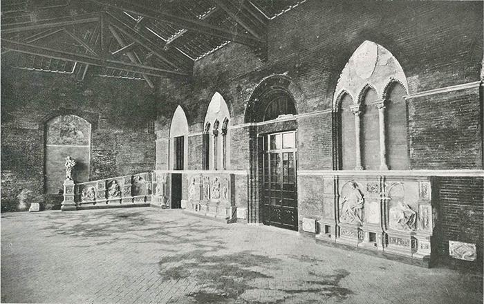 Loggia superiore del Palazzo Pubblico con l'antica Fonte Gaia ricomposta